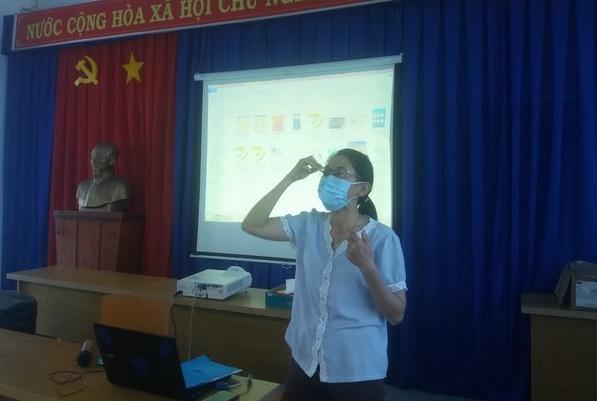 Trường TH Chánh Nghĩa: Tập huấn cách phòng chống dịch bệnh Corona tại trường